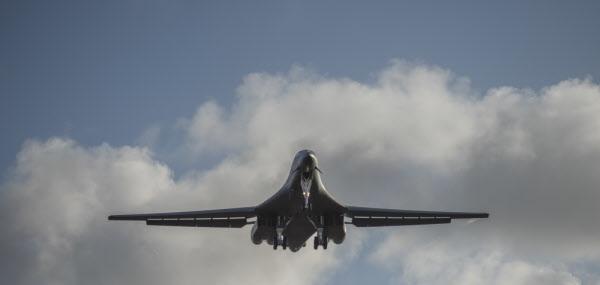 괌 앤더슨 기지 소속 B-1B 전략폭격기가 괌 기지를 출발해 동중국해 일대에서 훈련하는 모습. /미 국방부