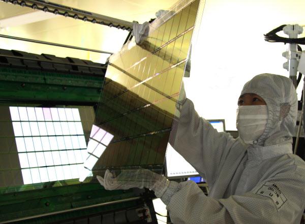 중소형 OLED 생산 모습. /삼성디스플레이