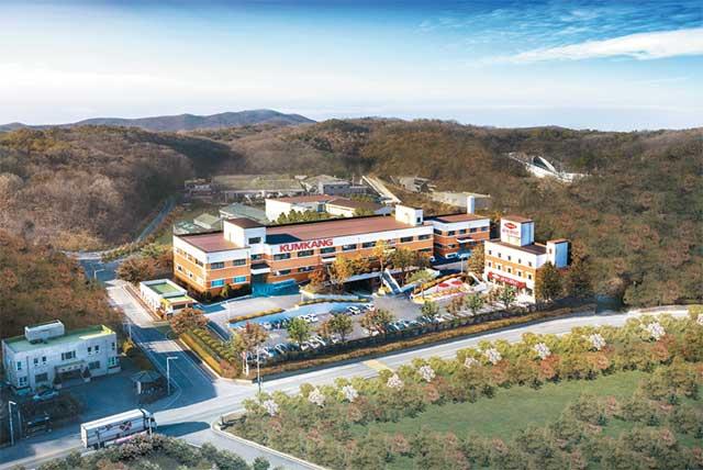 금강제화는 부평 생산공장과 천안 물류센터를 세종시로 통합 이전했다. 사진은 금강제화 세종시 공장 전경.