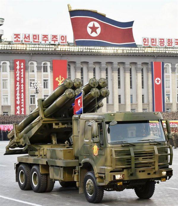 실전배치중인 북한 신형 300mm 방사포. 최대 사거리 200여km로 평택.오산기지, 3군 본부가 모여있는 계룡대 등을 정밀타격할 수 있다. /조선중앙TV