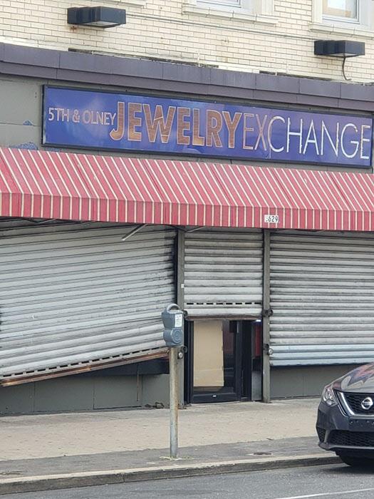 필라델피아에서 약탈 당한 한인 상점. 문이 뜯겨져 있다. /필라델피아 한인회 제공