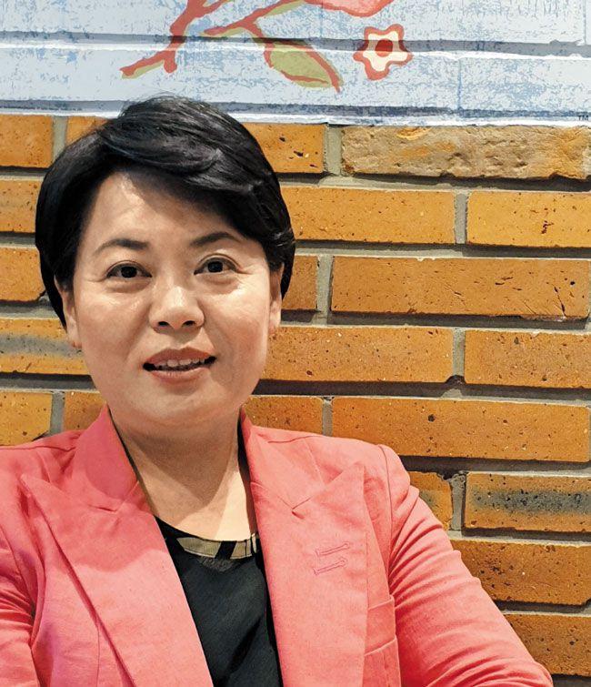 윤희숙 의원은 '요즘은 '현금 뿌리기'가 마치 개혁적인 것처럼 포장된다'고 말했다.