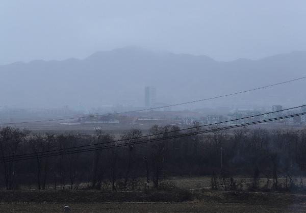 지난 1월 안개에 쌓인 개성공단의 모습. /박상훈 기자