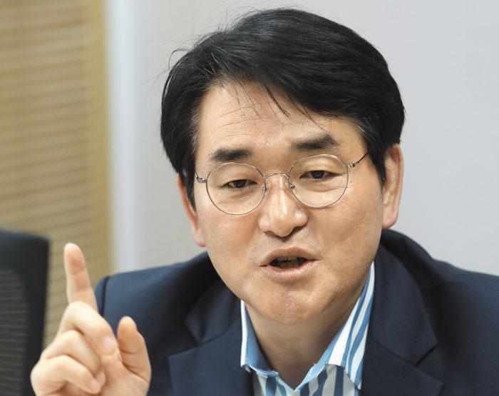 더불어민주당 박용진 의원이 11일 서울 여의도 국회 의원회관에서 본지와 인터뷰하고 있다.