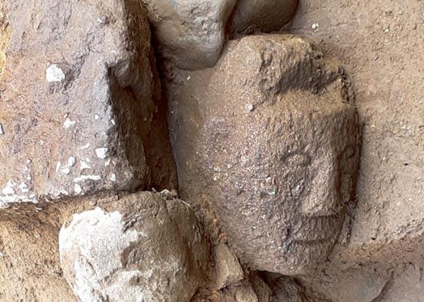 경상감영 부속건물이 있던 자리로 추정되는 곳에서 발굴된 석인상 모습. /대구시