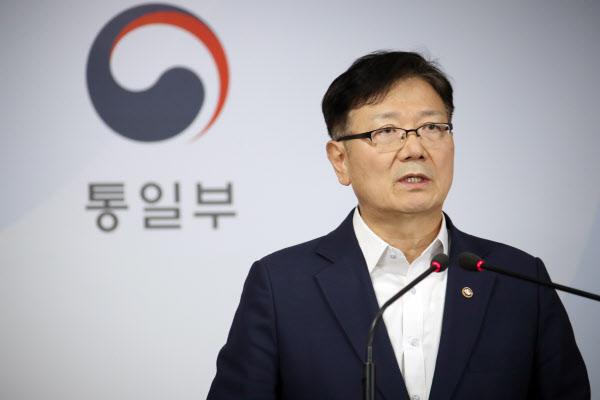 서호 통일부 차관이 17일 정부서울청사 브리핑실에서 통일부 입장을 발표하고 있다. /연합뉴스