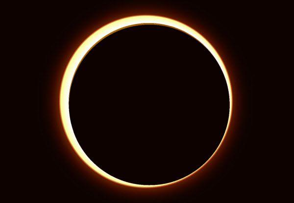 해가 반지처럼 보이는 금환일식. 달과 지구가 일직선에 있지만 둘 사이 거리가 더 멀면 금환일식으로 관측된다./한국천문연구원