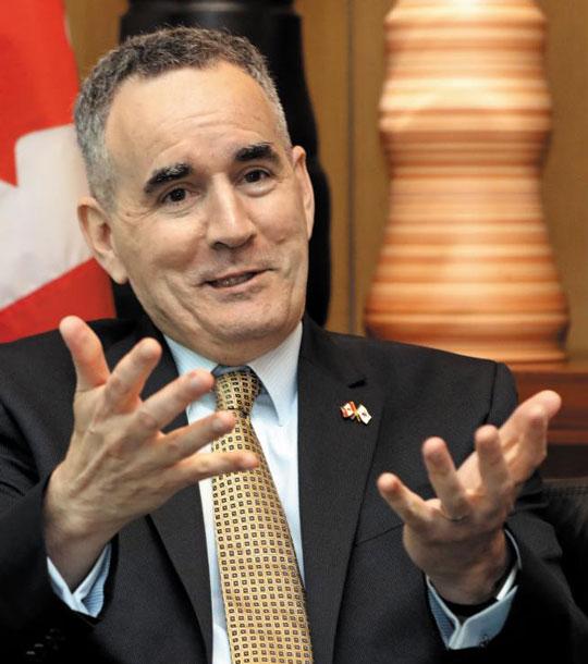 마이클 대나허 주한 캐나다 대사가 19일 서울 정동의 캐나다 대사관에서 6·25 70주년을 맞아 본지와 인터뷰하고 있다.