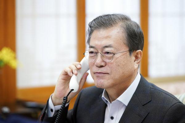 지난해 12월도널드 트럼프 미 대통령과 통화하는 문재인 대통령 /연합뉴스