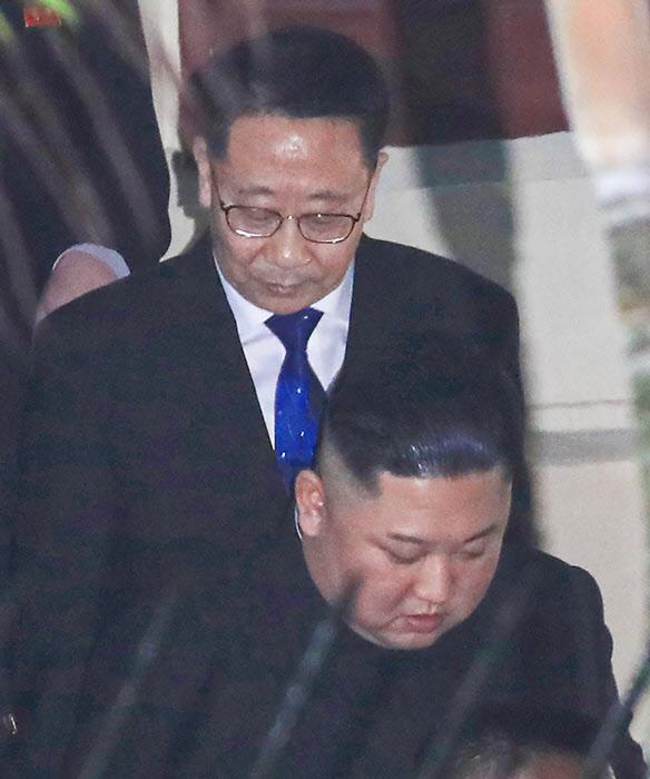 하노이에서 계단을 내려오는 북한 김정은 /연합뉴스