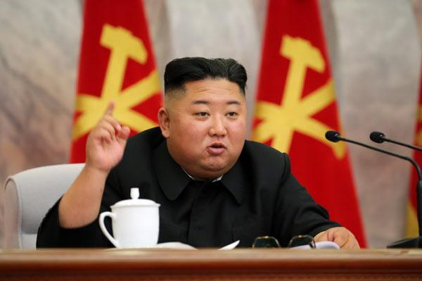 김정은 북한 국무위원장이 지난 5월 당중앙군사위확대회의를 주재하고 있다/노동신문/뉴스1