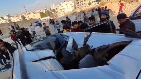 헬파이어 R9X 미사일의 칼날이 테러범이 탄 차량의 지붕을 난도질하며 뚫고 들어간 모습./자료사진