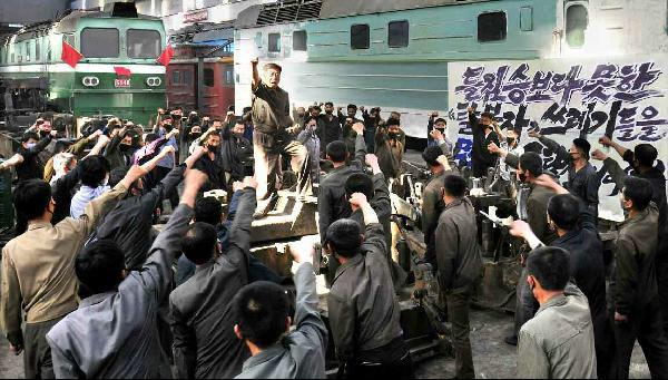지난 7일 대남 도발 국면에서 탈북자 규탄대회를 열고 있는 북한 노동자들. /노동신문
