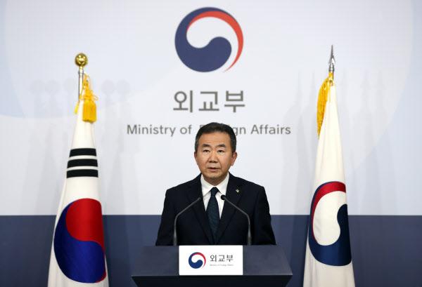 김인철 외교부 대변인이 25일 서울 종로구 외교부 브리핑실에서 정례브리핑을 하고 있다. /뉴시스