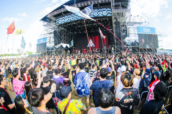 지난해 7월 부산 사상구 삼락동 낙동강 삼락생태공원에서 열린 '부산국제록페스티벌'에 모인 청중들이 록밴드들의 공연을 즐기고 있다. /부산시제공
