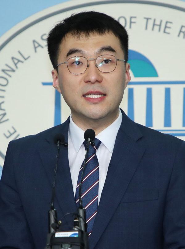 지난 2월 7일 서울 여의도 국회 정론관에서 더불어민주당 입당 기자회견을 하는 김남국 의원 /뉴시스