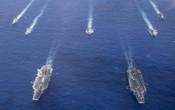 미국 인도태평양사령부가 지난 21일 필리핀해에서 실시한 핵추진 항공모함 시어도어 루스벨트호(CVN-71)와 니미츠호(CVN-68)의 훈련 사진을 공개했다. /미 국방부