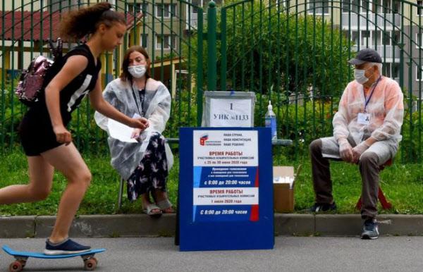 길가에 설치된 개헌 투표소. /AFP 연합뉴스