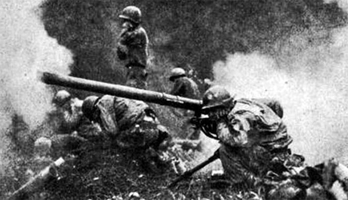 양구군 능선 전투 때 포격 모습 - 6·25 전쟁 특별기획전에서 강원 양구군 능선 전투 당시 모습. 찰스 랭글 전 미국 하원 의원은 미 포병 소속으로 6·25 전쟁에 참전해 부상을 입었다.