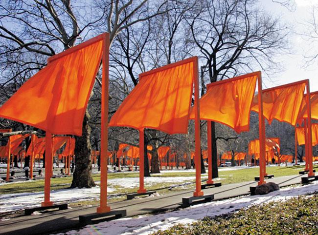 크리스토 부부가 2005년 뉴욕 센트럴파크에 설치한 '더 게이츠'.