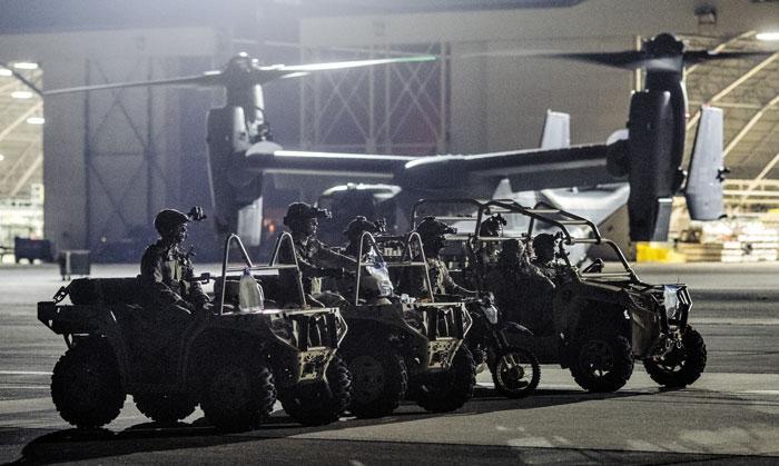 적진 침투용 차량 탄 미군 특수부대 한반도 유사시 투입되는 주일미군 특수부대인 '미 353 특수작전그룹'(SOG)이 지난달 17일부터 26일까지 요코타 기지 등 에서 '그리폰 제트'(Gryphon Jet) 훈련을 실시했다.