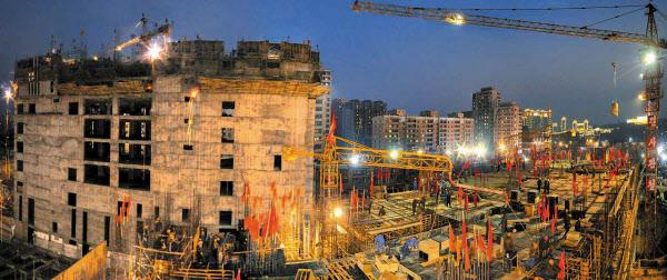 지난 5월 6일 북한 노동신문에 실린 평양종합병원 건설 현장 모습. /노동신문·뉴스1