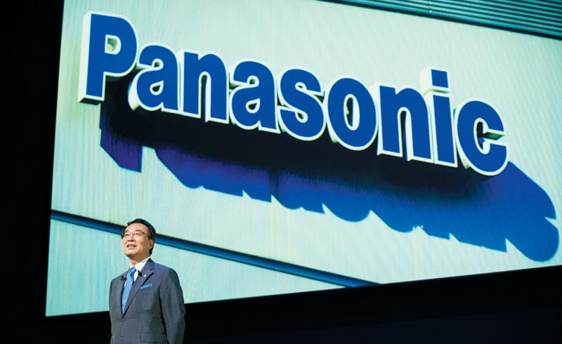 파나소닉은 올해 3월 결산에서 전장 사업 영업적자가 전년 121억엔에서 466억엔으로 크게 늘었다. 사진은 파나소닉의 쓰가 가즈히로 사장이 자사 주최의 한 포럼에서 발표하는 모습.