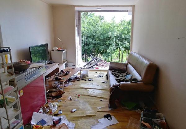 부탄가스가 폭발한 아파트 내부./연합뉴스