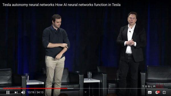 작년 4월 '테슬라 투자자의 날' 행사에서 테슬라의 CEO 일론 머스크와 테슬라의 자율주행, AI 디렉터인 안드레아 카르파티가 테슬라 자율주행 플랫폼의 미래에 대해 얘기하고 있다. /테슬라 유튜브