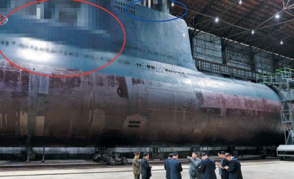 지난해 7월 첫공개된 북한의 신형 3000t급 SLBM 잠수함. 북극성-3형 등 SLBM 3발을 탑재할 것으로 추정된다./조선중앙TV