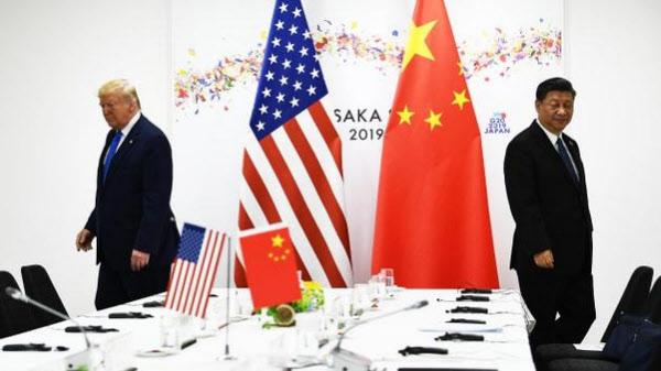 도널드 트럼프 대통령과 시진핑 주석이 2019년 6월 일본 오사카에서 열린 G20 정상회의와 별도로 열린 양자회담을 위해 각기 자리로 향하고 있다./조선일보 DB