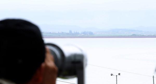 사진은 사라진 탈북민이 북으로 넘어갔을 것으로 추정되는 교동도에서 바라본 북한 황해남도 연풍군 일대. /뉴시스