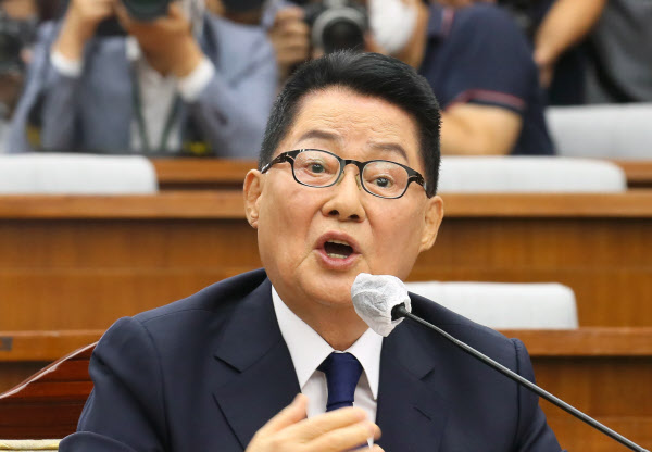 27일 국회에서 열린 정보위원회 인사청문회에 참석한 박지원 국가정보원장 후보자.