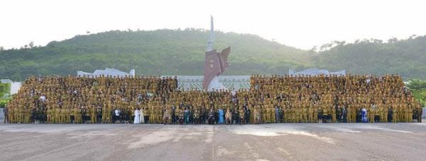 지난 2018년 열린 5차 노병대회에서 김정은 북한 국무위원장이 대회 참석자들과 기념촬영을 하고 있다. /노동신문