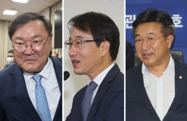 왼쪽부터 더불어민주당 김태년 원내대표, 이원욱 의원, 윤호중 사무총장/연합뉴스