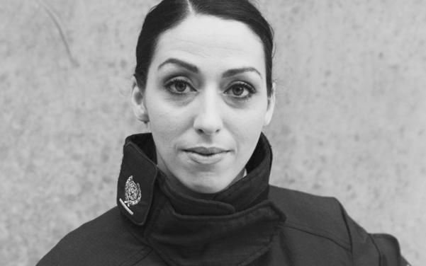 런던 소방청 경무관을 거쳐 현재 웨스트서식스 소방대장으로 재직중인 사브리나 코언-헤턴 박사(Sabrina Cohen-Hatton, 38세). 158cm 작은 거인이 영국 최고위 여성 소방관이다./사진=북하우스