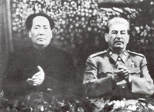 마오쩌둥(왼쪽)과 스탈린/위키피디아