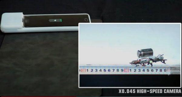 '케이스 크롤러'는 바퀴벌레처럼 평평한 모양으로 움직이는 로봇을 적용한 휴대폰 케이스 (아래 박스 안) / 서울 대학교