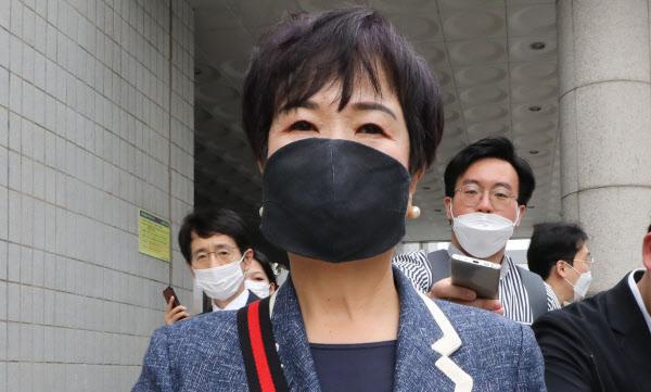 작년 8월 서울남부지법에서 열린 '목포 불법 투기 의혹' 첫 공판에 참석하고 있는 손혜원 전 더불어민주당 의원의 모습. /조선DB