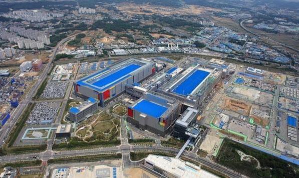 삼성 전자 경기도 평택 캠퍼스 전경. 기흥 캠퍼스와 함께 '반도체 2030'비전을 달성하는 것이 삼성 전자의 요람이다. / 삼성 전자 제공