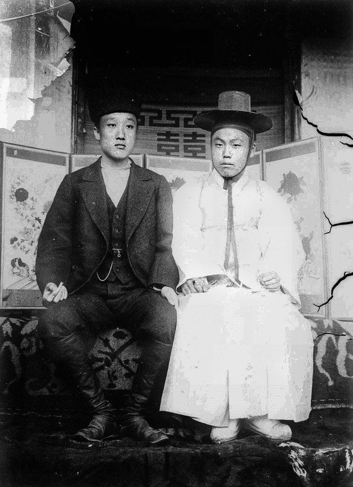서광범(왼쪽)과 김옥균.