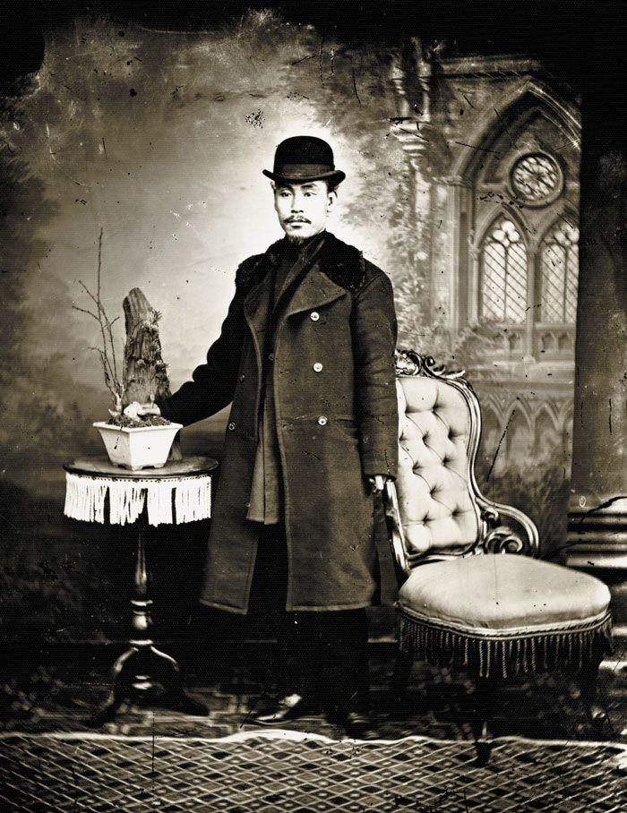 지운영. 1883년 헤이무라 도쿠베에 사진관에서 촬영(추정).