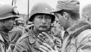 다부동 전투 당시 국군 1사단장이었던 백선엽(가운데) 장군./조선DB