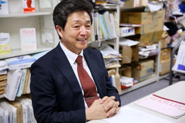 20년 간 '인정 욕구'를 연구해 온 일본의 조직 경영학자 오타 하지메. 인정 욕구의 빛과 그림자를 담은 책 '인정받고 싶은 마음'을 썼다./©BOOKSCAN