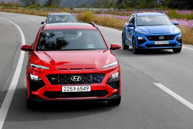 현대자동차는 15일 소형 SUV 코나의 페이스리프트 모델을 출시했다. 현대차는 SUV에서는 처음으로 N라인도 내놨다. 사진은 신형 코나 N라인. /현대자동차