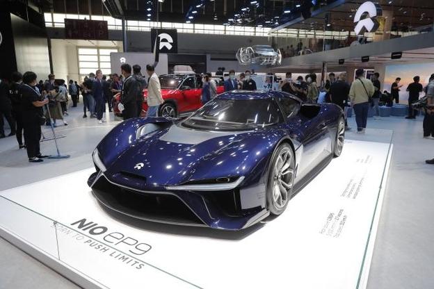 지난 9월 베이징모터쇼에 전시된 중국 전기차 스타트업 니오의 고성능 전기차 모델. 올해 베이징 모터쇼에서는 글로벌 회사들이 13종, 중국 회사들이 147종의 신에너지(전기차·플러그인하이브리드차 등) 차량을 선보였다. 출품된 차량의 40%는 친환경차였다. /베이징EPA연합뉴스