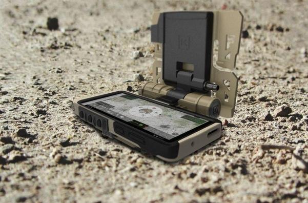 삼성전자가 올해 3분기 미국 국방부와 함께 기획해 개발한 군사용 스마트폰 '갤럭시S20 택티컬(TE)'. /삼성전자 글로벌 뉴스룸