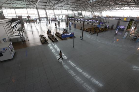 신종 코로나 바이러스 감염증의 영향으로 텅 비어있는 9월 인천국제공항 터미널./연합뉴스