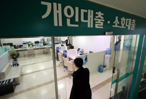 은행 신용 대출 확대 … KB 국민, 의사 · 변호사 최대 3 억