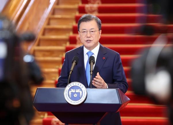 문재인 대통령이 지난 1월 11일 청와대에서 신년사를 하고 있다./연합뉴스